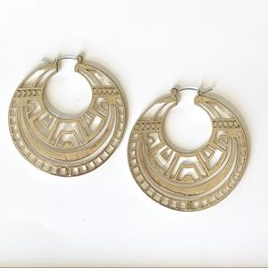 Egyptian like design hoop earrings